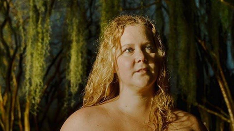 Amy Schumer enceinte : elle pose nue pour prôner le body positive face aux critiques (photos)