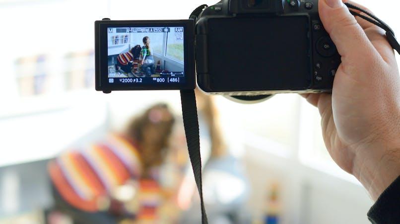 YouTube : une mère maltraitait ses enfants pour leur faire tourner des vidéos