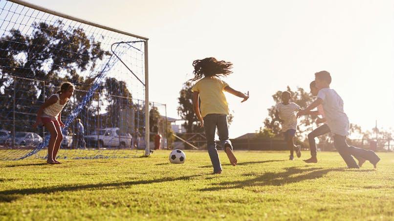 Comment les sports d'équipe changent le cerveau d'un enfant