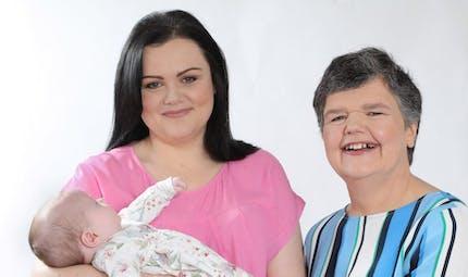 FIV : une femme de 55 ans donne naissance à sa propre petite-fille, pour sa fille infertile