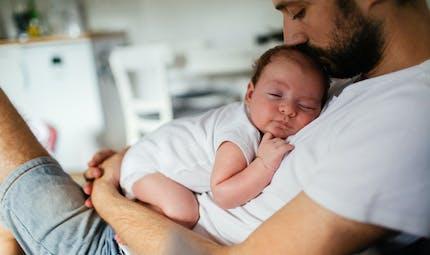 Congé paternité : il passe à 8 semaines en Espagne