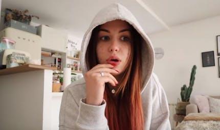 Ovaires polykystiques : la Youtubeuse beauté EnjoyPhoenix confie en être atteinte