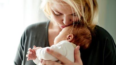 femme et son bébé