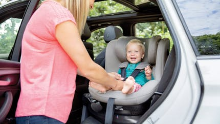 Promenons-nous en voiture avec Bébé ! Une promenade en voiture avec Joie: un jeu d'enfant !