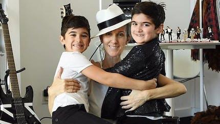 Céline Dion admet dormir encore avec ses jumeaux de 8 ans