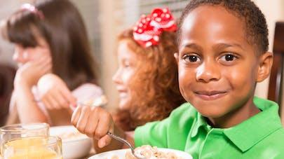 enfants petit déjeuner