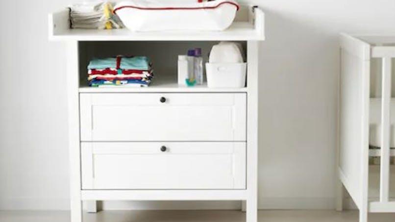 Table à langer : Ikea rappelle la commode Sundvik après des chutes d'enfants