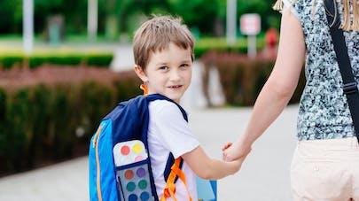 enfant qui va à l'école