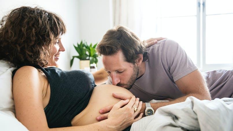 Grossesse: une paternité tardive est aussi à risque pour l'enfant... et la mère