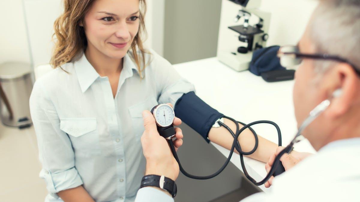Hypertension : causes, symptômes, risques, traitements