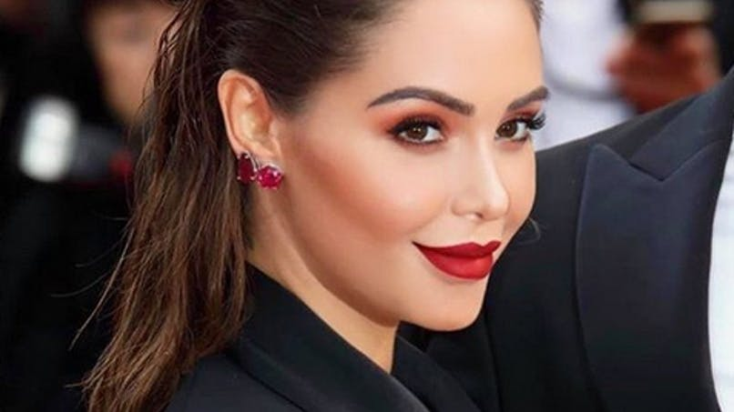 Nabilla enceinte et glamour sur le tapis rouge de Cannes (photos)