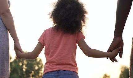 Adoption simple et adoption plénière : quelle est la différence ?
