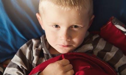 Mon enfant fait pipi au lit  : et si on essayait l'hypnose ?