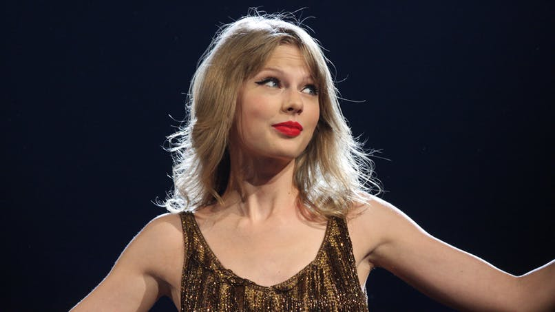 """Lassée d'être interrogée sur un éventuel """"projet bébé"""", Taylor Swift réplique"""