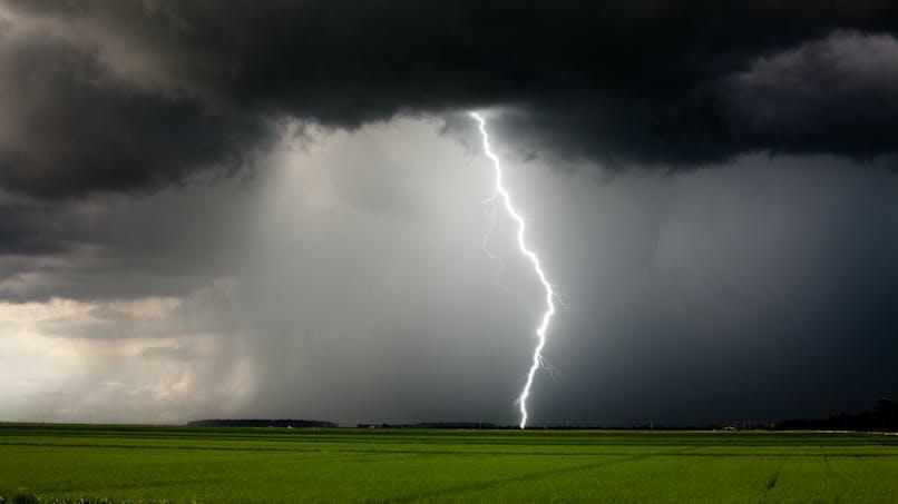 Enfants frappés par la foudre : quelles sont les précautions à prendre en cas d'orage ?