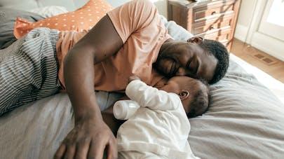 En vidéo, le débat animé et craquant d'un papa avec son bébé !