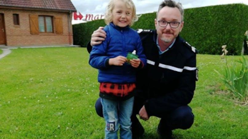Un enfant de 4 ans s'étouffe avec le bouchon d'une gourde de compote : il est sauvé par un gendarme