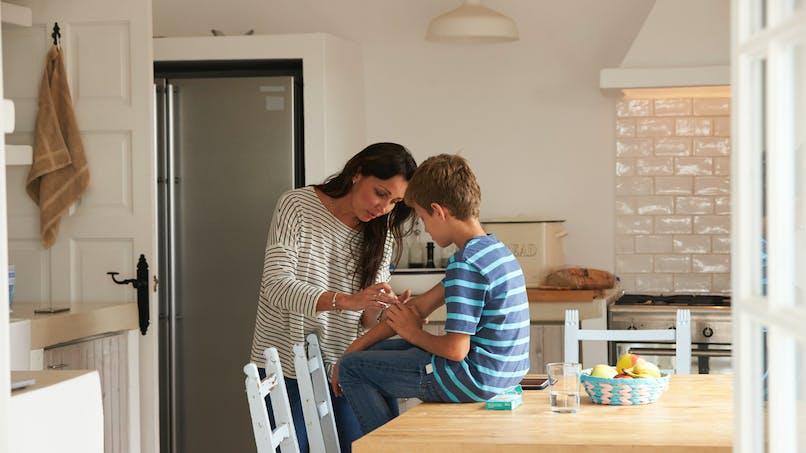 Une mère sauve son fils d'un sepsis grâce à un symptôme peu connu