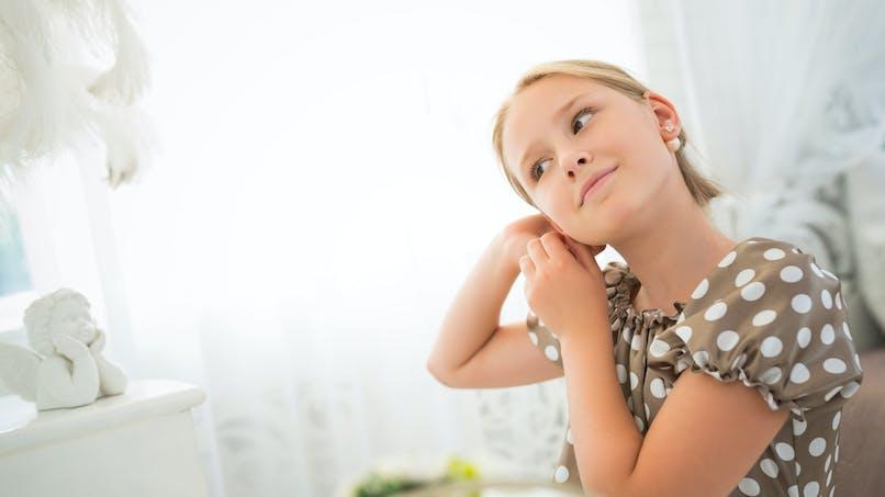 Perçage d'oreilles : une mère en colère après l'infection de l'oreille de sa fille