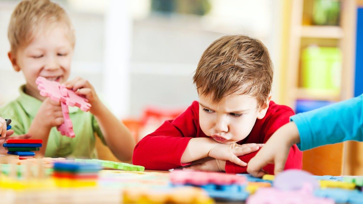 enfant en difficulté à l'école maternelle