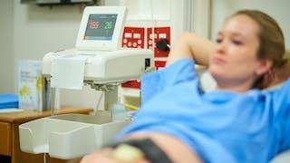 Accouchement : comment surveille-t-on bébé pendant le travail ?