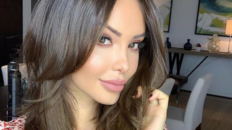 Nabilla enceinte : sublime en look moulant et fière de son baby bump (photo)