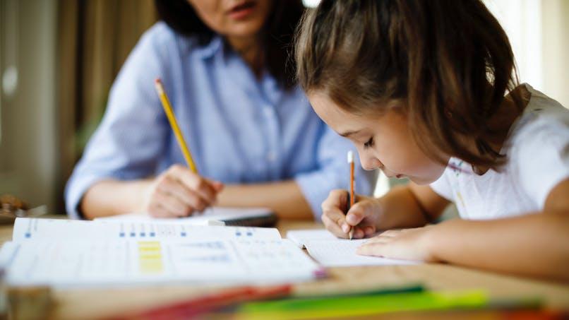 Education : les filles qui font de grandes études ont une mère exigeante