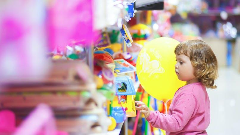 Jouets, confettis, gobelet pour bébé : les récents rappels de produits pour enfant