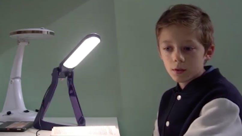Dyslexie : une lampe spéciale pour faciliter la lecture