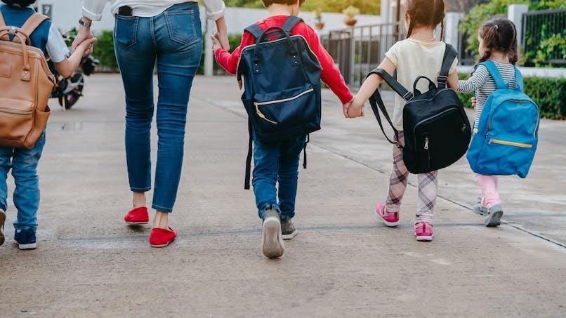 Enfants : le poids maximal que devraient peser leurs cartables