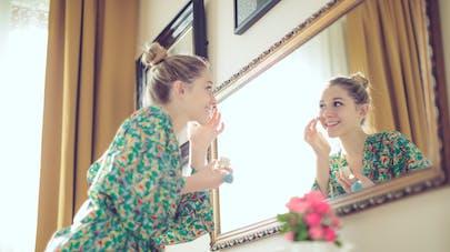 Femme et miroir