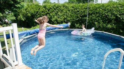 Désinfectants pour piscine : les précautions à prendre selon l'Anses
