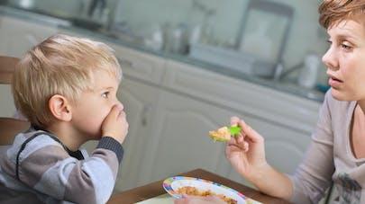 enfant refusant de manger