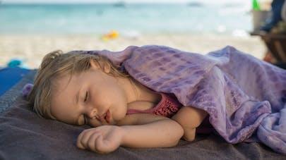 enfant faisant la sieste