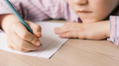 Autisme : la lettre poignante d'un petit garçon adressée à Emmanuel Macron