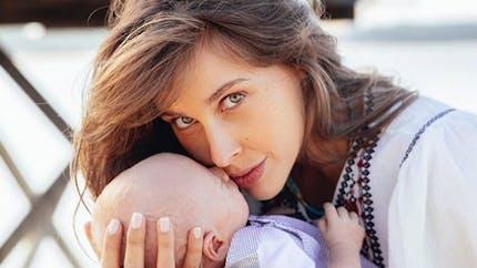 Ophélie Meunier maman : accouchement, allaitement et éducation, elle se confie