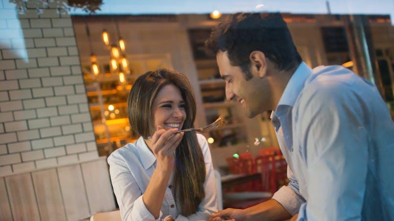 Couple : manger en tête-à-tête rend plus heureux