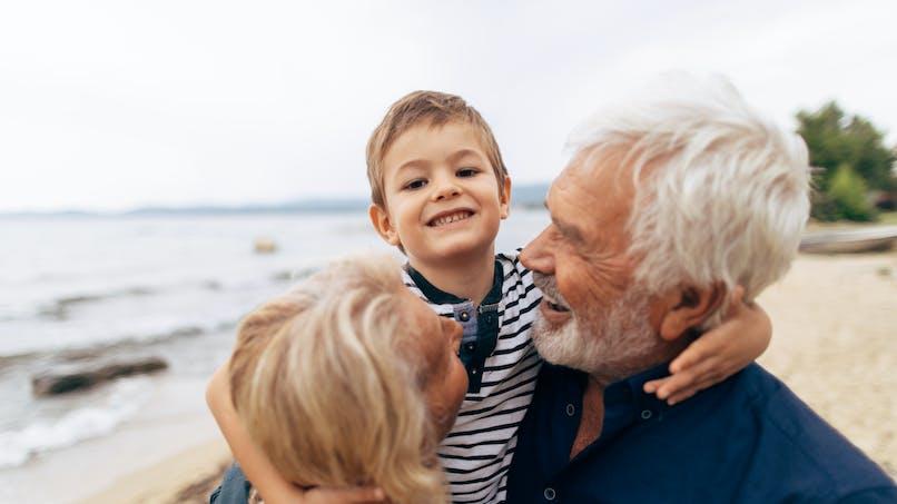 30% des enfants sont gardés par leurs grands-parents pendant l'été en France