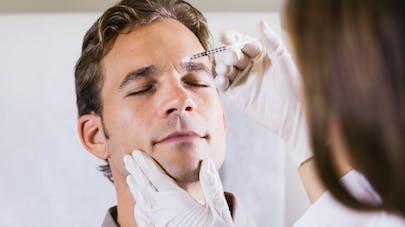 homme et injection de botox