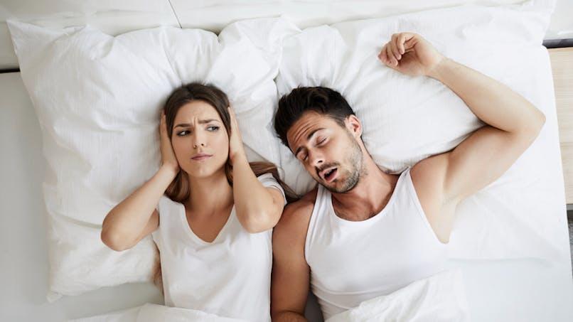 Pourquoi les femmes dorment-elles moins que les hommes?