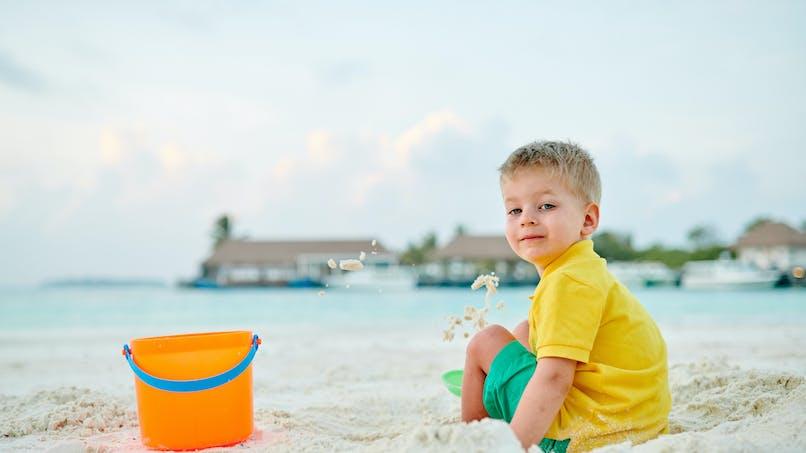 Un enfant est perdu à la gare… et retrouvé à la plage !