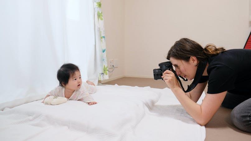 Une photographe s'amuse à retoucher des clichés de bébé en ajoutant des dents (diapo)