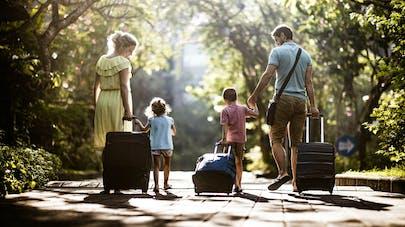 famille et valises