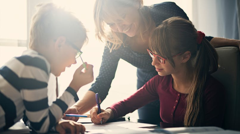 Ecole à la maison : une mère de famille démonte 6 clichés courants