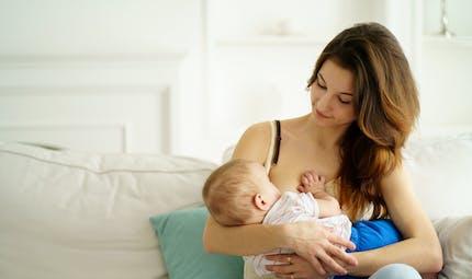 Allaiter avec Calmosine : un moment privilégié entre maman et Bébé