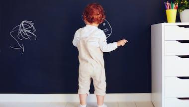 Bébé est roux : tout savoir pour le protéger