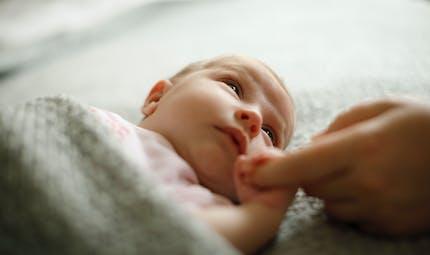 Bébés sans bras : une famille porte plainte contre X