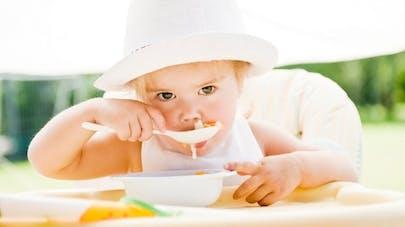 Un gobelet et deux sets repas pour bébé rappelés à cause d'un risque toxique