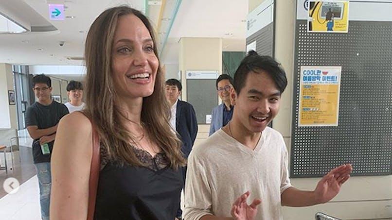 Angelina Jolie bouleversée par la rentrée de son fils au bout du monde (vidéo)
