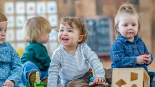 Crèche ou assistante maternelle, comment choisir ?